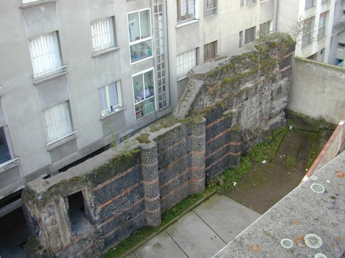 Le mur des Sarrasins, vestiges du temple de Vasso Galate