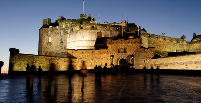 Le château d'Edinburgh, tentative désespérée d'illustrer un article inillustrable