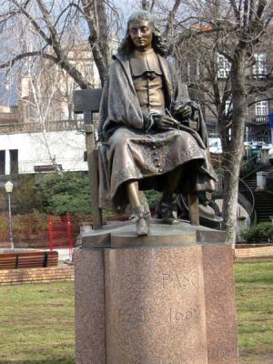 Statue de Blaise Pascal à Clermont-Ferrand (63)